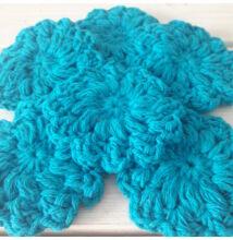 Horgolt pamut arctisztító korongok kék virág