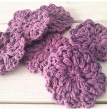 Horgolt pamut arctisztító korongok lila virág