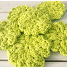 Horgolt pamut arctisztító korongok zöld virág