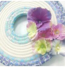 Tavaszi lila-kék ajtódísz virágos