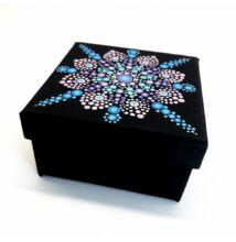 Kék-pink-lila  pontfestett ajándék dobozka