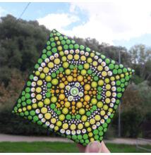 Zöld-sárga mandala pontfestő technikával