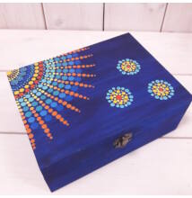 Kék-napocskás ajándékdoboz pontfestő technikával