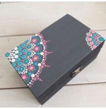 Szürke-kék-pink ajándékdoboz pontfestő technikával