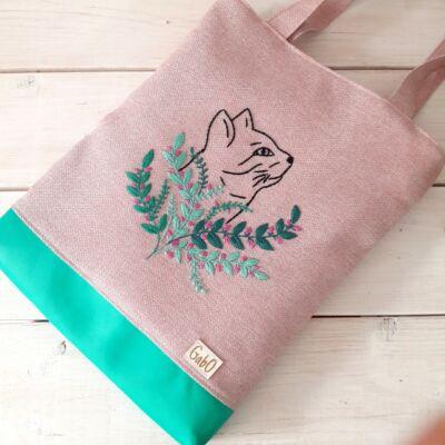 hímzett táska
