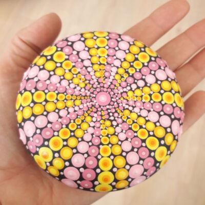 pink sárga mandala kavics